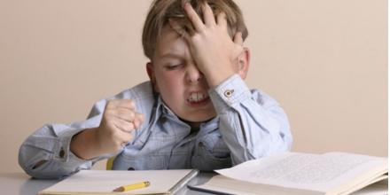 علائم بیش فعالی و نقص توجه در دبستان