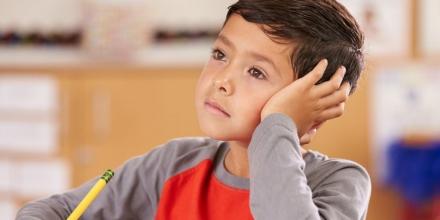 با حواسپرتی کودک بیش فعال خود چه کنیم؟